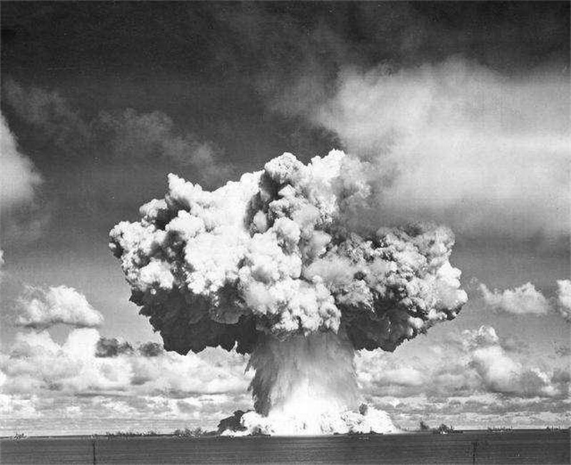 第一颗原子弹爆炸
